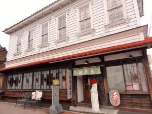 Ein hübsches Café ganz im typischen Meiji-Stil: Ein Mix zwischen europäischer und japanischer Architektur.