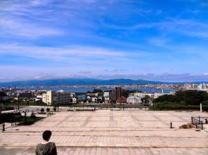 Ein schöner Blick über die gesamte Bucht und Hafen.