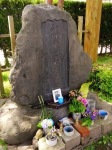Nicht sein Grab, aber der Ort wo Hijikata Toshizô fiel. Ich habe mir ebenfalls erlaubt, Blumen abzulegen.